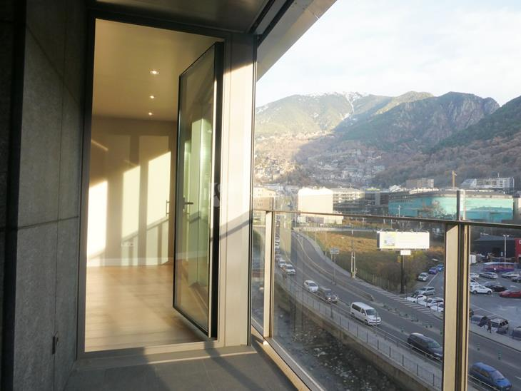 Modern new construction apartment with 3 bedrooms and terrace in the center of Andorra la Vella