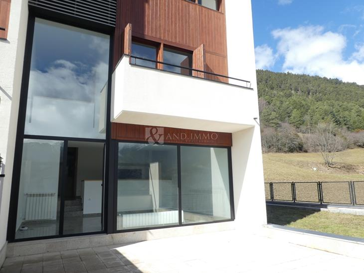 House Villa on sale in Escàs with 4 rooms with suite and parking