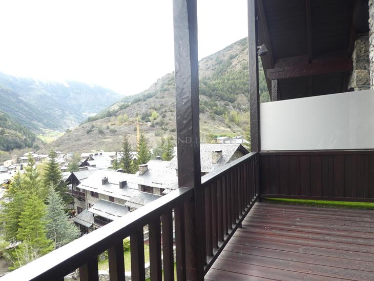 Rustic duplex penthouse with 3 bedrooms, terrace and 2 parking spaces in Ordino