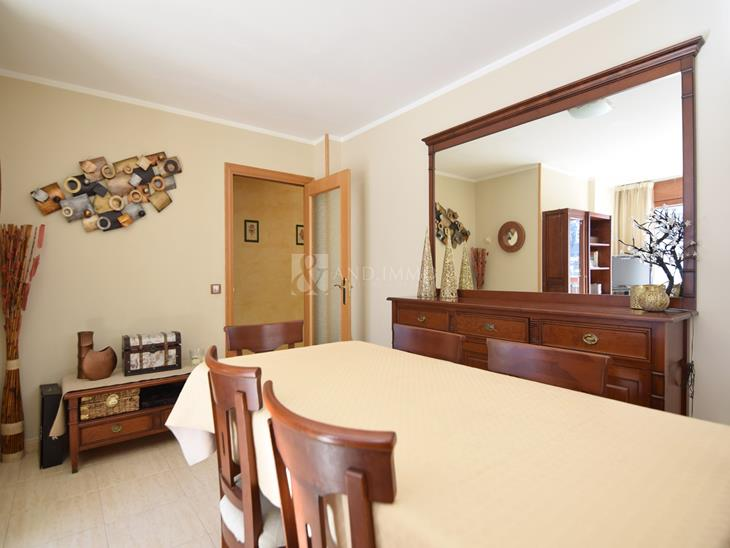 Groundfloor for sale in Encamp with 4 rooms and parking