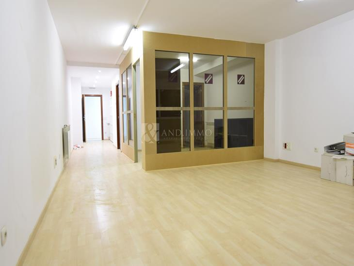 Office for rent in Sant Julià de Lòria  with parking