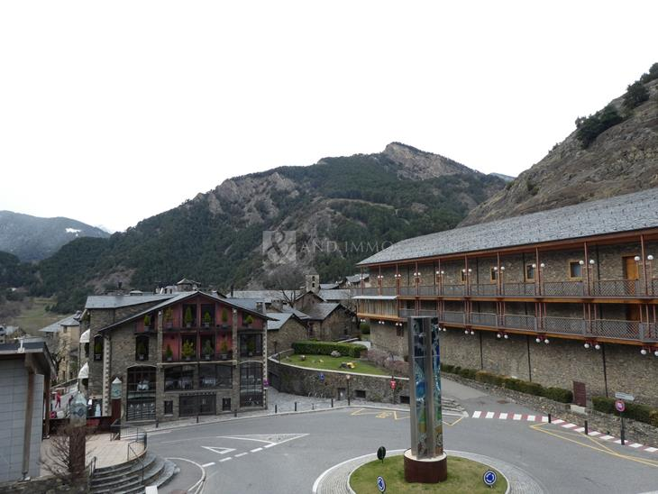 Large plot of 5500 m2 in the center of the parish of Ordino