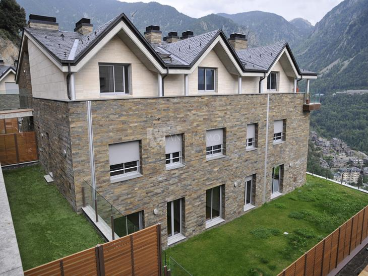 Groundfloor on sale in Escaldes-Engordany with 4 rooms with suite and parking