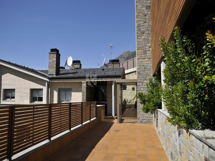 House Villa on sale in Andorra la Vella with 6 rooms with suite and parking