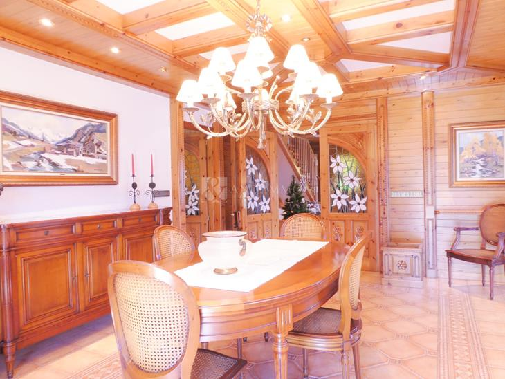Magnificent villa of 1000 m2 with 5 bedrooms, garden and unbeatable exhibition in Escaldes-Engordany