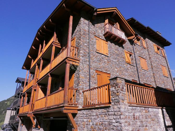 Recent construction building with 3 floors and 6 flats with terrace and parking in Prats, Canillo