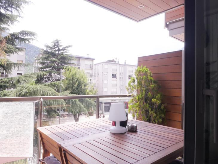 Exclusif appartement de 3 chambres, terrasse et 2 places de parking en face de Caldea