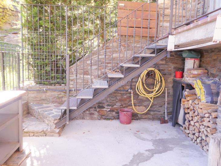 Rustic house of 175 m2 with 4 rooms, terrace and views of the village of Ansalonga