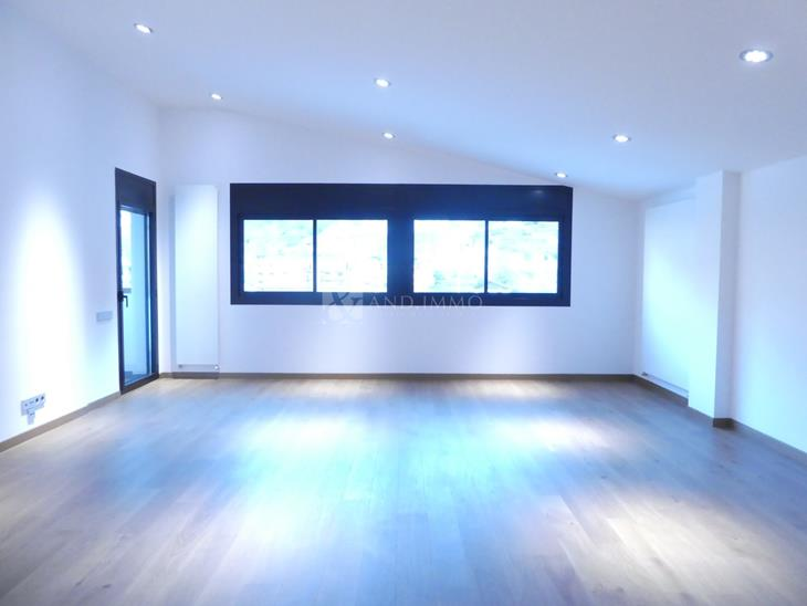 Penthouse for SALE in Vila: 200.00 m² - 906000.00