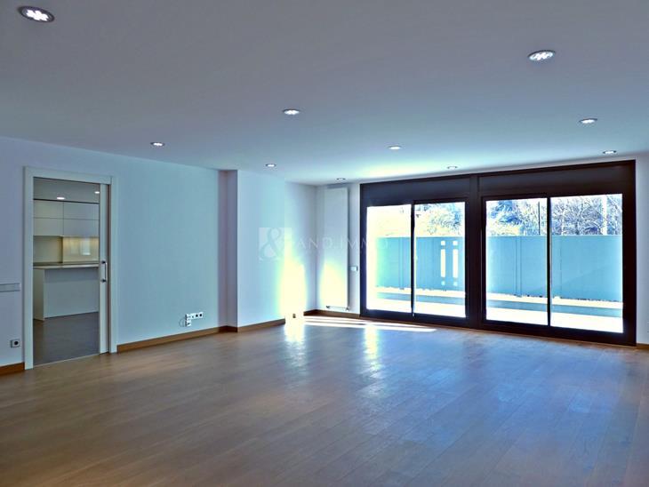 Baix en VENDA a Vila: 200,00 m² - 805000,00