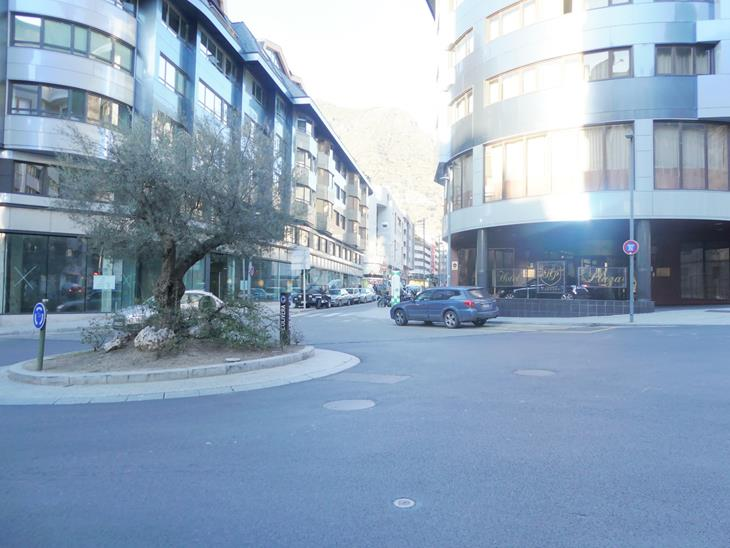 Local commercial à LOCATION à Andorra la Vella: 275,00 m² - 8615,00